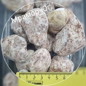 Розовый галтованный мрамор фракция 20-40 мм